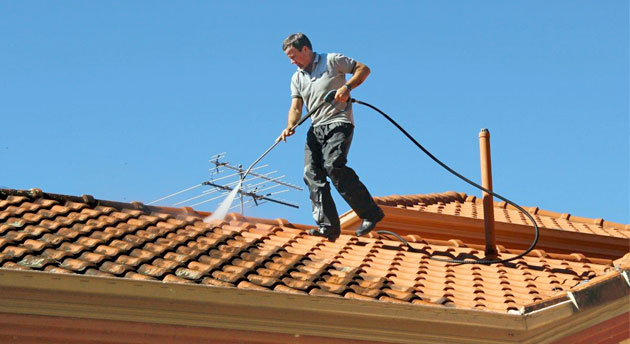 What to Look For When Using a Roof Cleaning Company in Vancouver